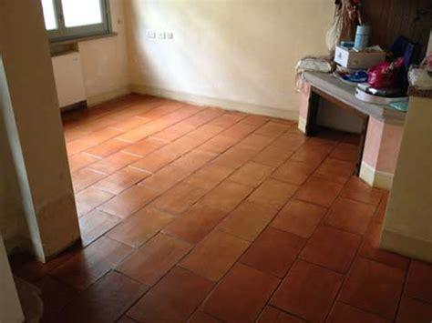 bagno in cotto bagno con pavimento in cotto appartamento vacanze