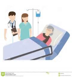 vieux patient dans le lit d h 244 pital avec le m 233 decin et l