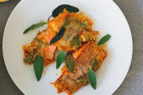 cucinare la trota salmonata ricetta trota salmonata in pastella alla salvia la