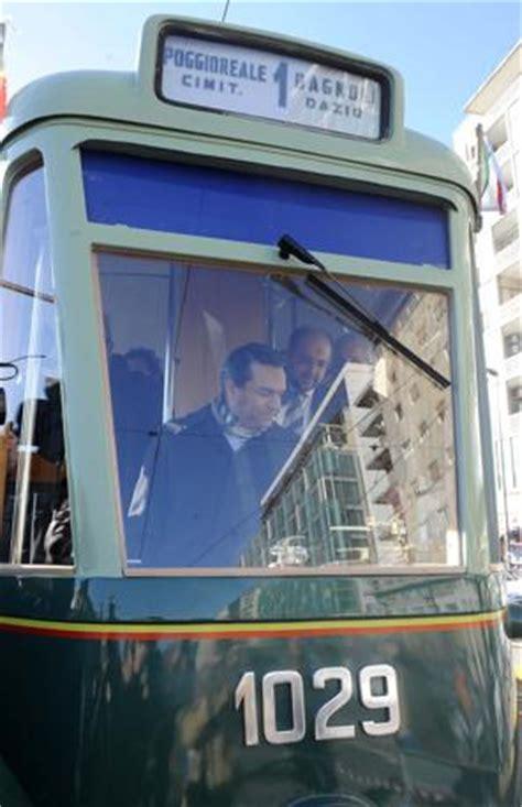 lavorare al porto di napoli tram d epoca fotogallery corrieredelmezzogiorno