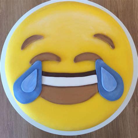 emoji cake 146 best images about emoji on pinterest emoji shirt