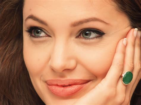 angelina jolie biography in spanish female celebrities american hollywood angel angelina
