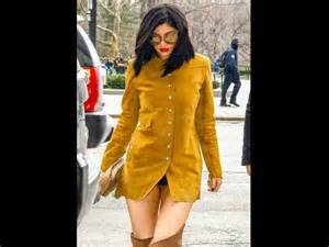 jenner suffers wardrobe malfunction flashes