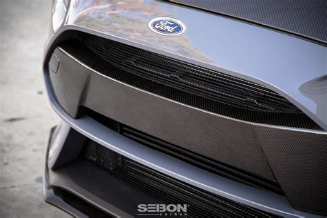 carbon fibre front bumper garnish    ford focus rs
