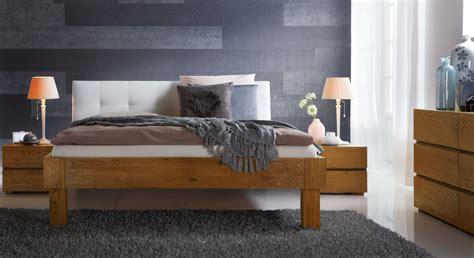 kopfteil bett weiß schlafzimmer mit hohen betten massivholzbett aus eiche
