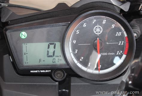Meter R15 Yamaha R15 Version 2 0 Review Specs Features And On Road