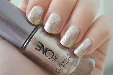 The One Wear Nail Snowflame oriflame the one wear nail review elise joanne