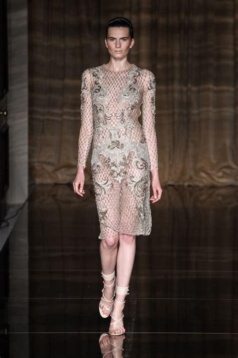 Fashion Week Julien Macdonald Obe And A Bit Of Dame Shirley Bassey by Julien Macdonald Fashion Week Primavera Estate 2014