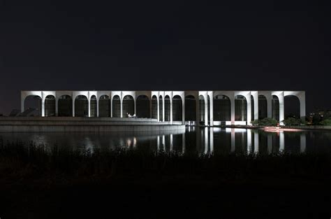 illuminazione segrate nuova luce per oscar niemeyer mario nanni per mondadori a