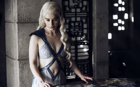 emilia clarke game of thrones 2015 emilia clarke game of thrones wallpapers hd wallpapers
