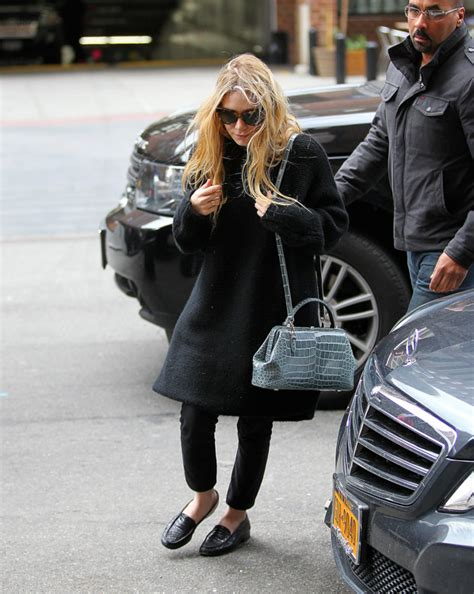 Name Kate Olsens Designer Purse by Kate Steps Out In A Alligator Bag From