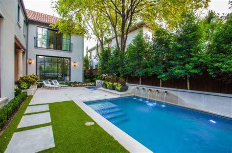 Creating Privacy In Backyard Fachadas Traseras De Casas Con Piletas