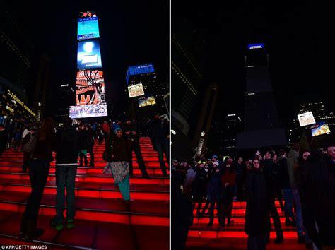 darkest hour showtimes nyc earth hour 2013 landmark buildings across the globe