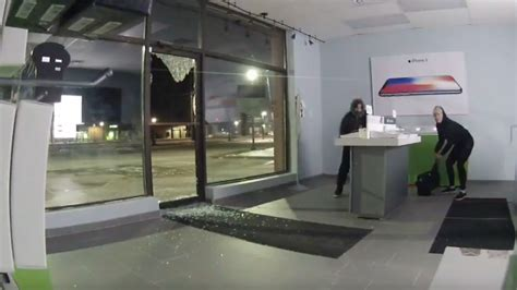 pair ransack telus store after smashing through front door