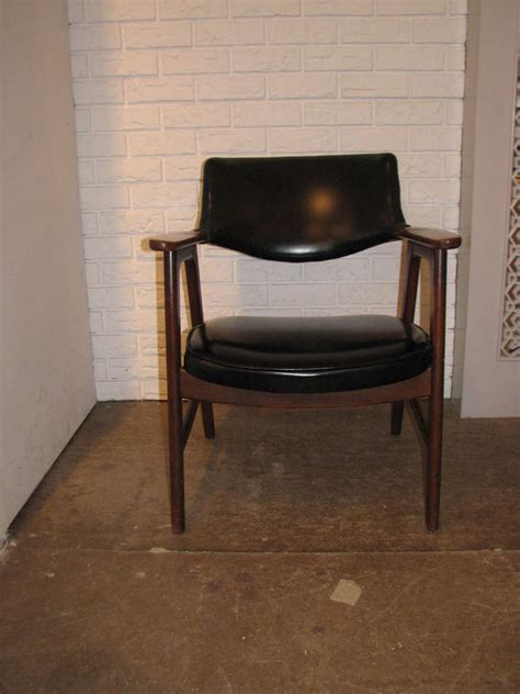 Paoli Furniture by Pair Of Paoli Chairs At 1stdibs