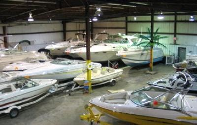 boat insurance tips and suggestions any houseboat dealers or brokers take a powerboat trade in