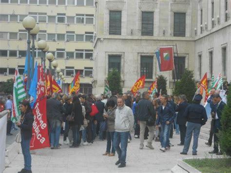 sedi inps roma centro tagli all inps i dipendenti scendono in piazza quot contro