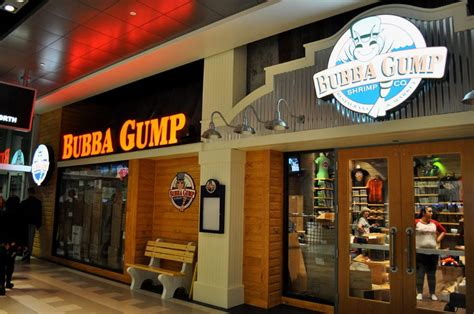 bubba gump bench sit forrest sit the bench is ready at bubba gump shrimp co eater vegas