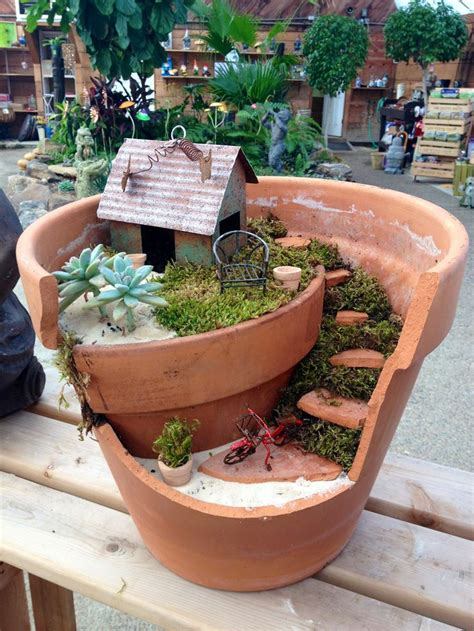 20 Lovely Fairy Gardens Made From Broken Pots Page 2 Of 3 Gardens In A Flower Pot
