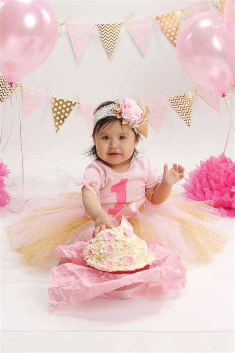 pink  gold cake smash  birthday picture idea cake smash gold  birthday