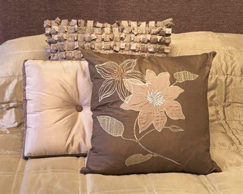 Decorative Pillow Arrangement 50 decorative king and bed pillow arrangements ideas pictures