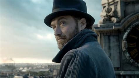 fantastic beasts the crimes of grindelwald trailer jude law plays a young dumbledore in first trailer for