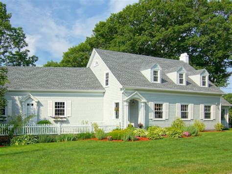 Cottages In Rye Nh by Craving A Summer Cottage See 10 Gorgeous Cape Cods For Sale
