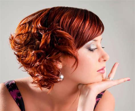 brautfrisur locken kurz frecher bob mit kurzem nacken und roten locken