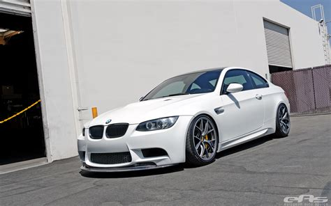 bmw m3 slammed alpine white bmw e92 m3 gets slammed at eas autoevolution