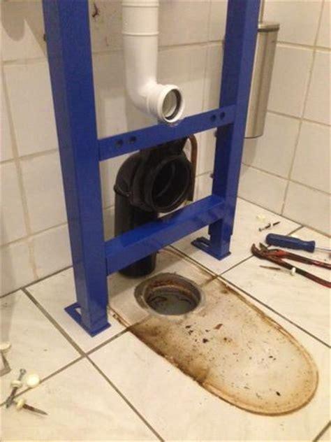 hangend toilet afvoer lekt afvoer toilet 10 cm verplaatsen werkspot