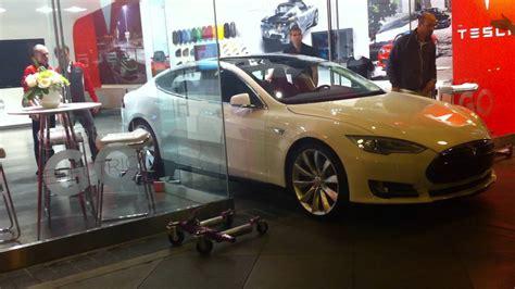Tesla Store Santana Row Tesla Model S Through The Door At Santana Row San Jose Ca