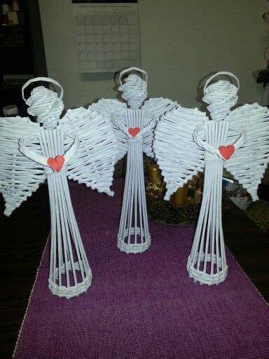 angelitos con periodoco різдвяний декор плетений з газет ідеї декору