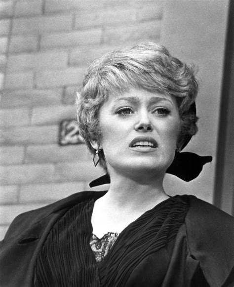 rue mcclanahan and hair rue mcclanahan style evolution the golden girl of fashion