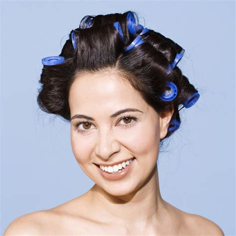 rolling hair styles ways on how to use the hot rollers to style simple
