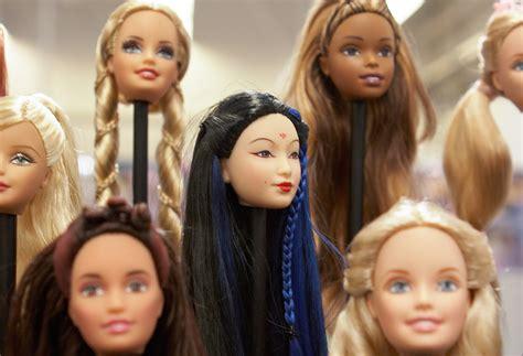 film avec barbie qui devient humaine lib 233 ration fr barbie la blonde humaine