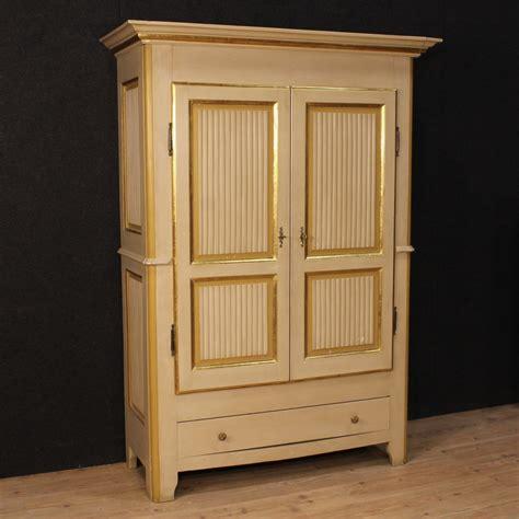 armadio di in italiano armadio in legno dipinto e dorato italia anni 30 in