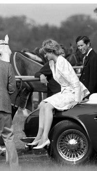 Best Princess Diana Photos: Diana proves she's just like us!