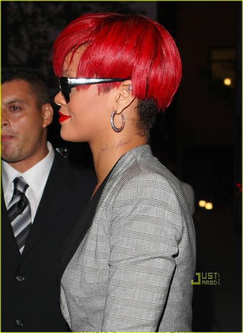 aziz ansari neck tattoo youtube rihanna new neck tattoo photo 2472654 rihanna