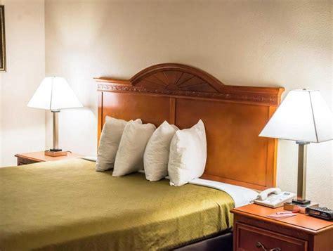 econo lodge panama city hotel in panama city fl room deals photos reviews