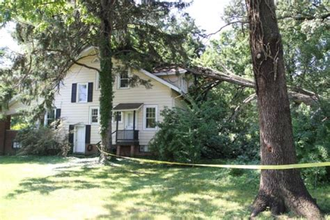 S Tree Fell On House by Updated Large Tree Falls On Fraber House Arlnow