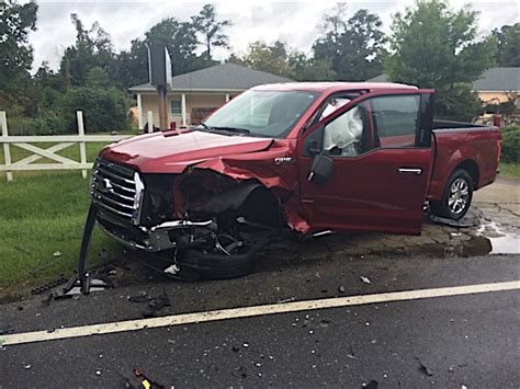 accident recorder 2010 ford f series super duty interior lighting built ford tough 2015 f 150 saves lives in crash shows aluminum durability ford trucks com