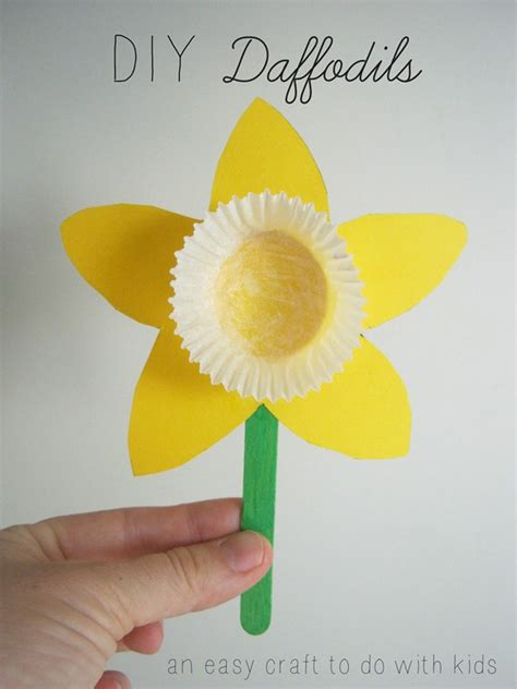 How To Make A Paper Daffodil - mend and make new diy daffodils