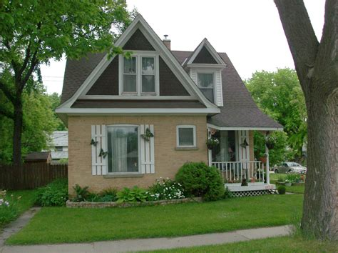 photo of house heritage houses three bricks in portage la prairie readreidread