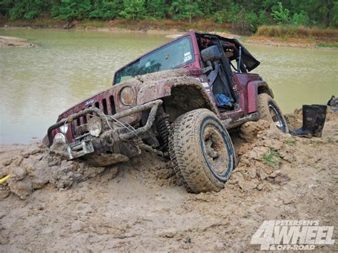 jeep stuck in mud meme jeep stuck in deep mud fun in the mud pinterest mud