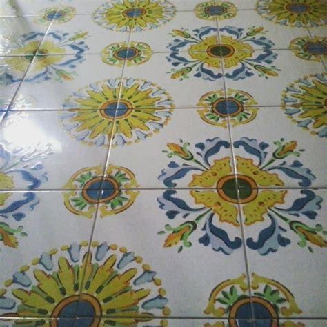 pittura su piastrelle pi 249 di 25 fantastiche idee su piastrelle dipinte su