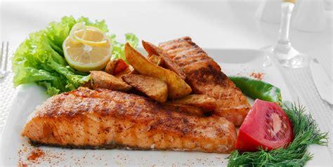 cuisine et mets pav 233 s de saumon grill 233 s au paprika le poisson c est bon