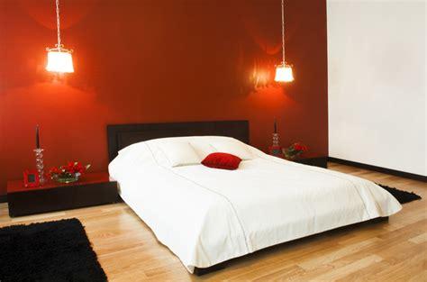 parete rossa da letto i letti protagonisti indiscussi della da letto