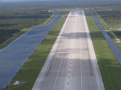 landing strip file shuttlelandingstrip jpg wikimedia commons