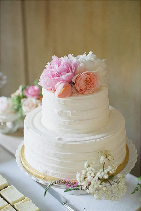 Flower Wedding Cake Tops by Top A Buttercream Covered Cake With Pretty Flowers And