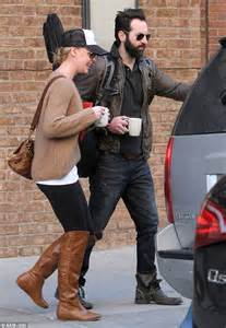Modern Mug katherine heigl dresses down in trucker hat and leggings